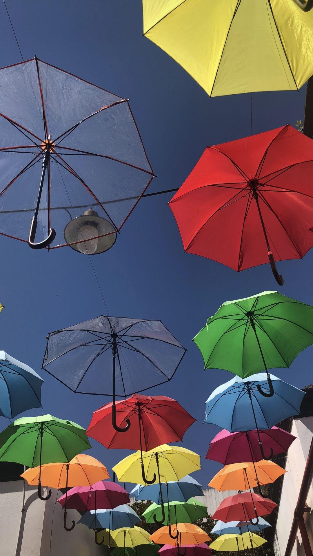 Guarda chuvas em rua de Buenos Aires