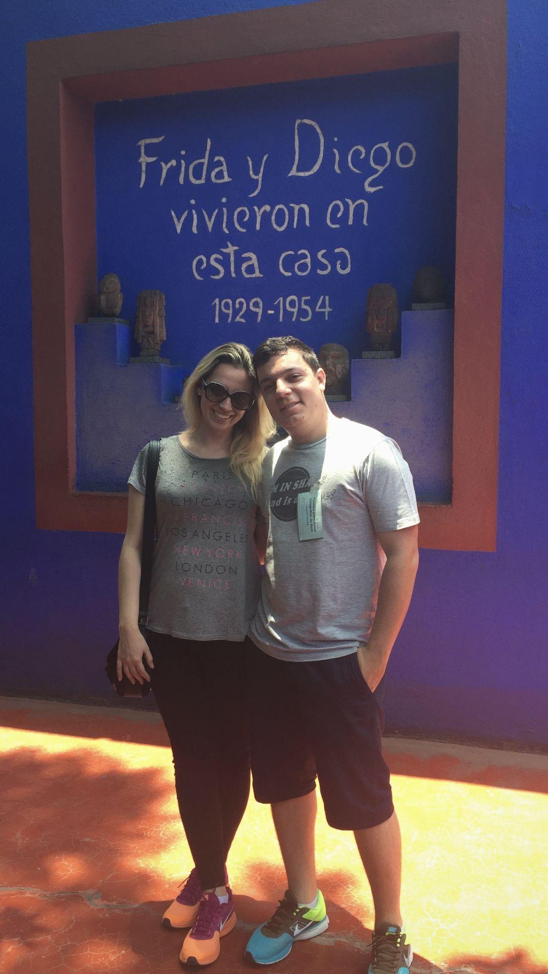 Fabi e Leo no museu e casa de Frida Kahlo